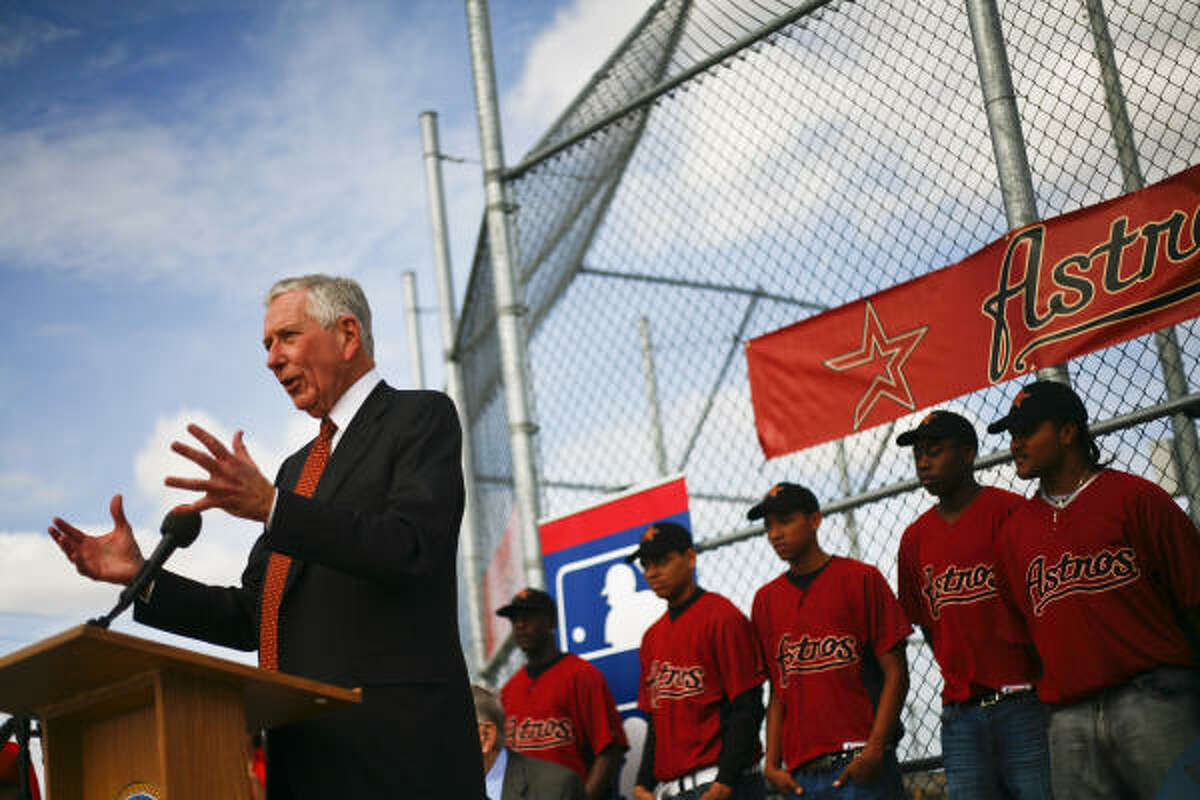Astros owner Drayton McLane speaks during the announcement that a new baseball facility will be built called the Houston Astros MLB Urban Youth Baseball Academy at Sylvester Turner Park.