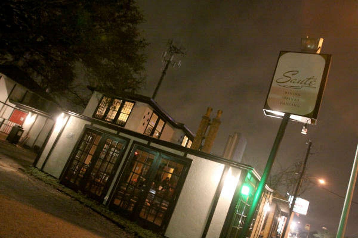 Sauté está ubicado al 2303 de Richmond Ave.