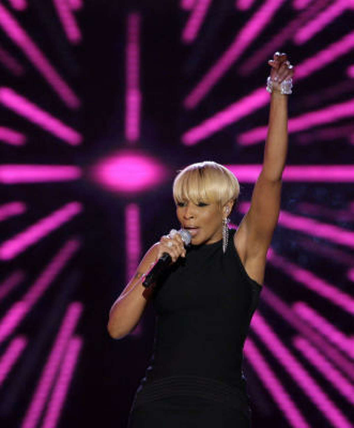 Mary J. Blige performs at the Neighborhood Inaugural Ball in Washington on Tuesday.