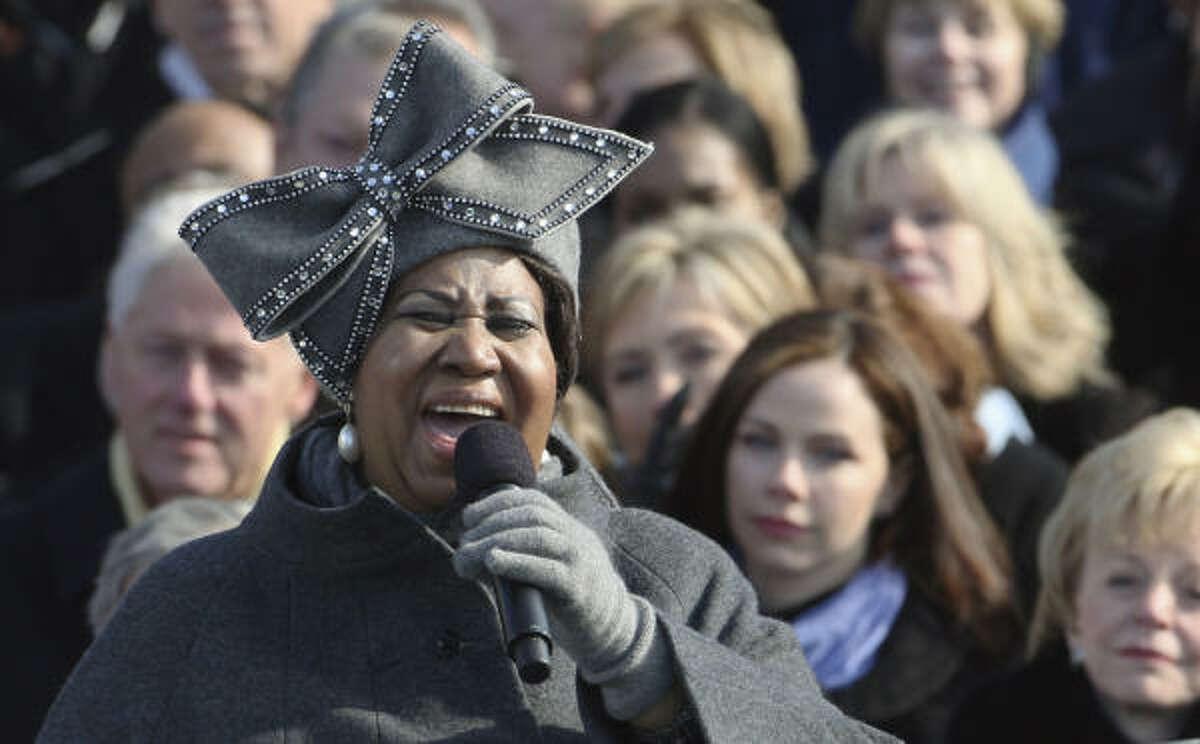Aretha Franklin, cantando en la ceremonia de inauguración en el Capitolio, en Washington DC.