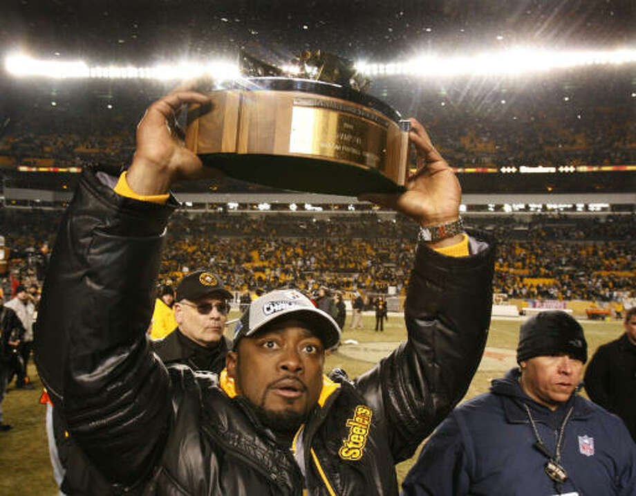 Steelers head coach Mike Tomlin holds up the championship trophy after winning the AFC Championship. Photo: Gene J. Puskar, AP
