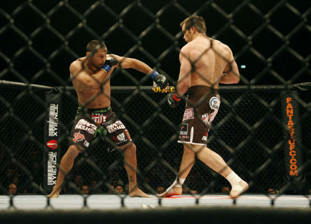 Light heavyweights Dan Henderson and Rich Franklin face off in the main fight of UFC 93.