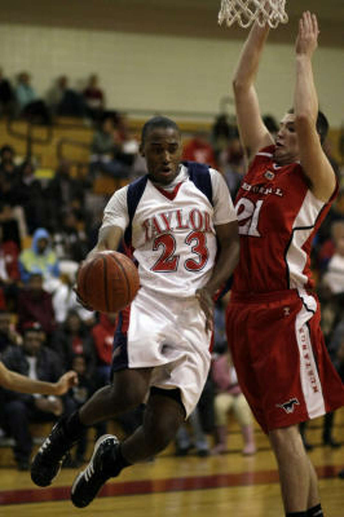 Alief Taylor's Kendrick Murray passes as he is pressured by Memorial's Matt Staff.