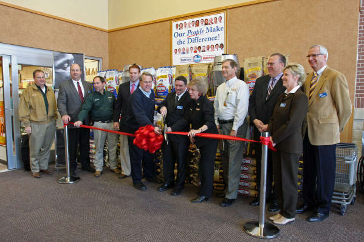 Ribbon-cutting for Kroger at Missouri City was held at 10 a.m. January 16. On the left, Missouri City Mayor Allen Owen and Barbara Gibson, on the right, holds the ribbon for Chris Hall, Store Manager to cut.