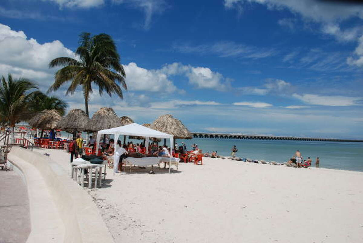 Progreso is considered as a winter paradise. It features the warm weather, cheap rents, friendly Yucatecan people, the laid-back way of life and the safe atmosphere.