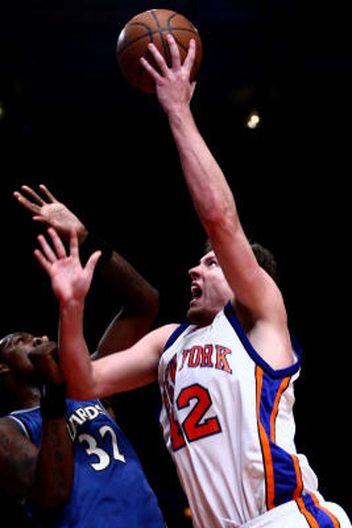 David Lee had 30 points and 10 rebounds, reserve Al Harrington scored 27 points, and the Knicks handed the Wizards their sixth straight loss with a 128-122 victory Wednesday night.