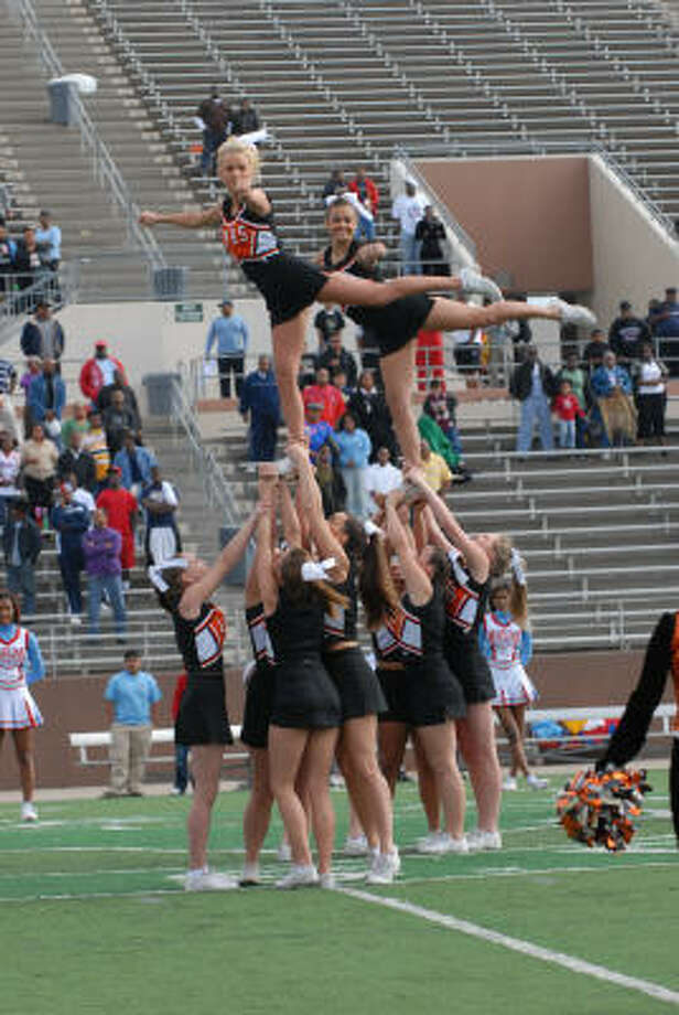 The La Porte cheerleaders cheer during the 5A Division II Region III semifinals at Galena Park Stadium. Photo: Kim Christensen, For The Chronicle
