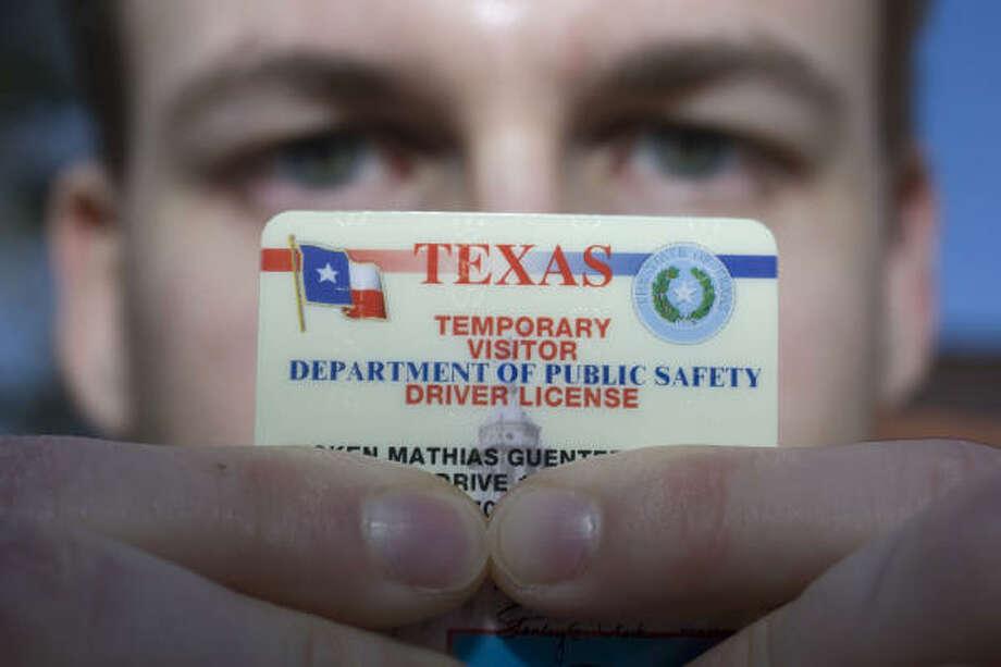 Inmigración: Las nuevas reglas para expedir licencias de conducir podrían ser discriminatorias. Photo: Johnny Hanson, Houston Chronicle