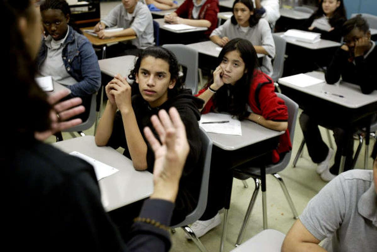 Educación: El alto costo de la universidad y la deserción escolar son temas que preocupan a los legisladores.