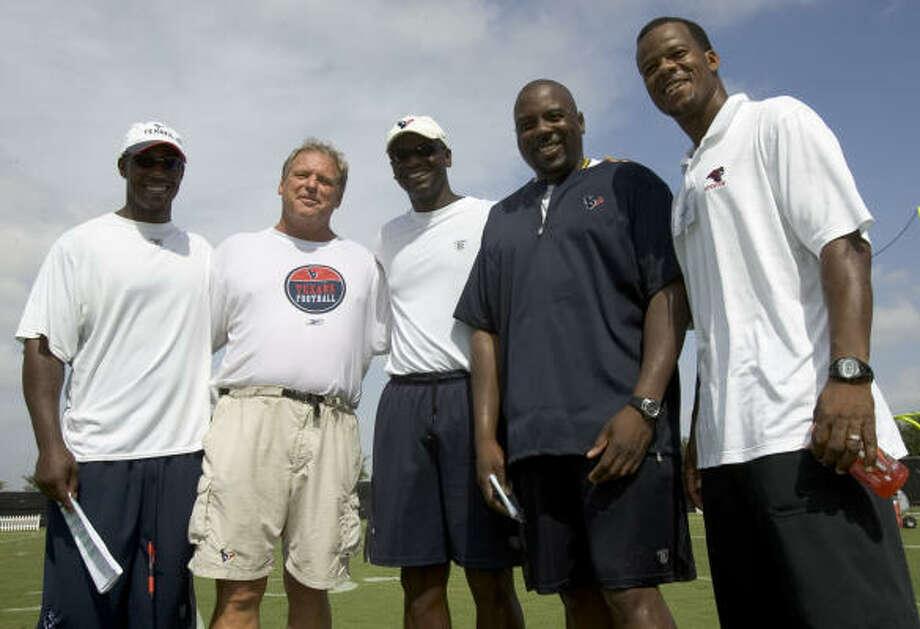 Frank Bush(center), Texans defensive coordinator Photo: Brett Coomer, Chronicle