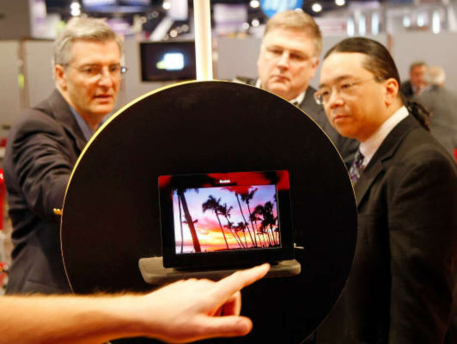 Attendees look at an OLED (organic light emitting diode) digital picture frame at the Kodak booth at the 2009 International Consumer Electronics Show at the Las Vegas Convention Center Jan. 8. Photo: Ethan Miller, Getty Images