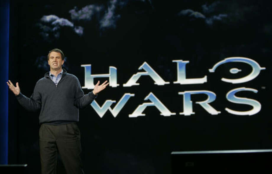 Robbie Bach, Microsoft Corp. president of the entertainment and devices division discusses Halo Wars. Photo: Paul Sakuma, AP