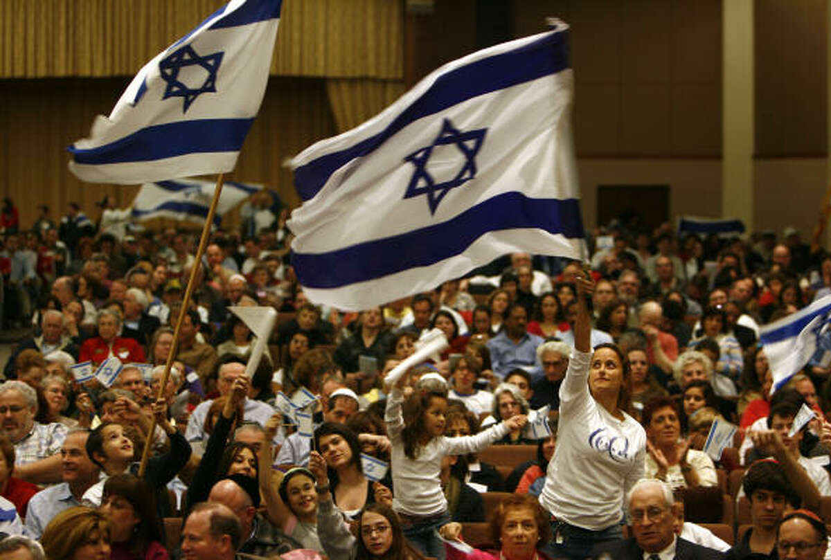 Hundreds gathered at Congregation Beth Yeshurun for a Stand With Israel service in Houston.