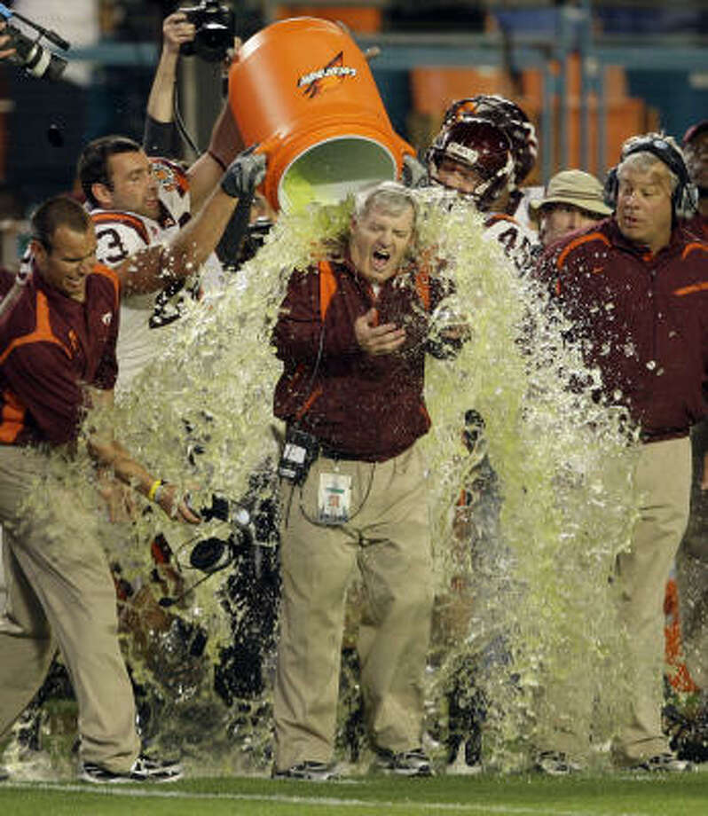 Virginia Tech 20, Cincinnati 7 Virginia Tech players dump Gatorade on head coach Frank Beamer in the closing moments of their 20-7 win over Cincinnati in the Orange Bowl. Photo: Lynne Sladky, AP