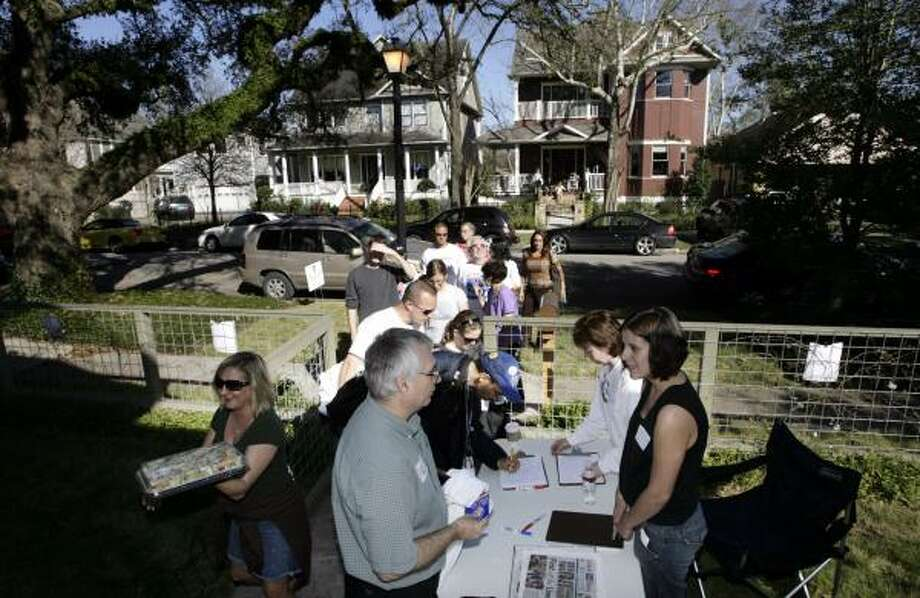 A gathering in support of Barack Obama in the Heights on Sunday drew more than expected. Photo: ERIC KAYNE, CHRONICLE