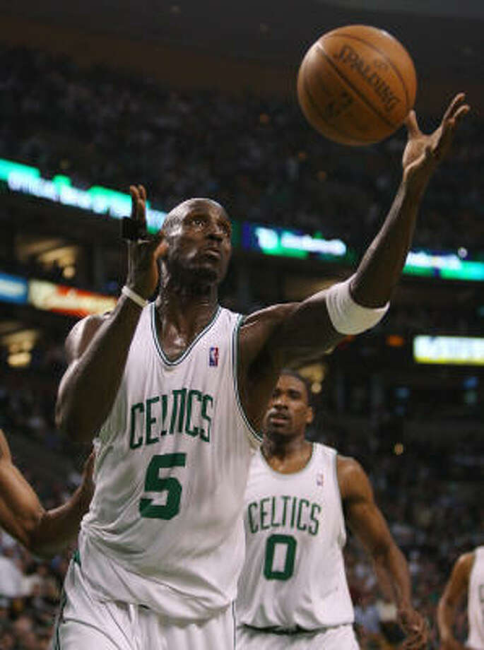 Boston Celtics forward Kevin Garnett was named NBA defensive player of the year on Tuesday. Photo: Elsa, Getty Images