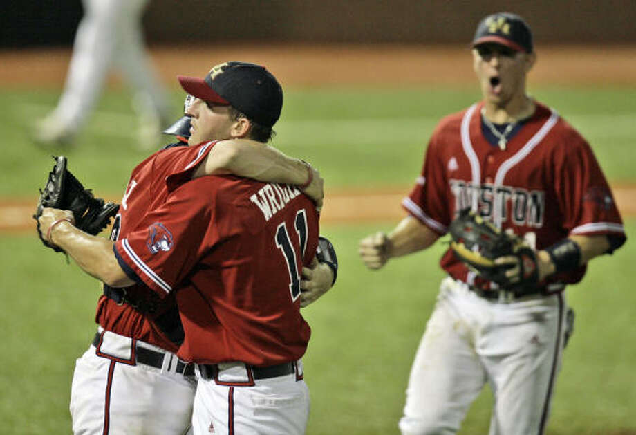 Houston catcher Chris Wallace, left, hugs pitcher Chris Wright after finishing off Alabama Birmingham in the Conference USA tournament on Saturday. UH will play Marshall or Southern Miss. in the final. Photo: Alex Brandon, AP
