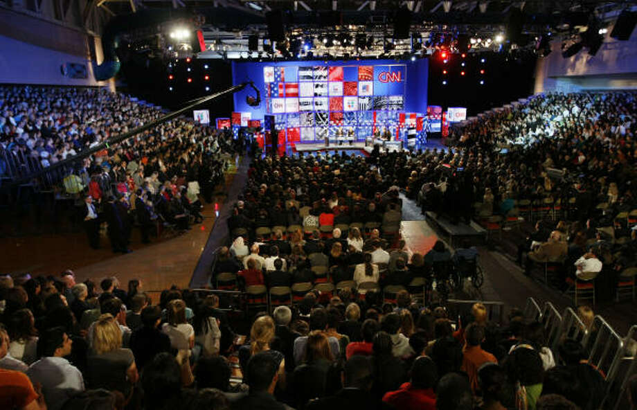 The audience gathers inside the debate hall at the UT Recreation Center in Austin on Thursday. Photo: Tom Pennington, MCT