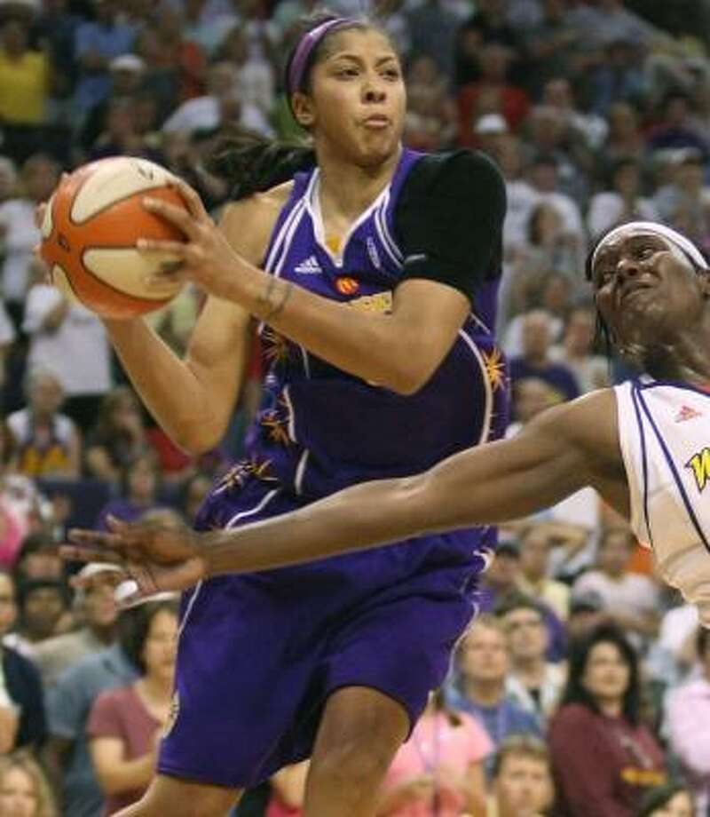 Los Angeles Sparks' Candace Parker (3) moves around Phoenix Mercury's Barbara Farris (54) during the second half. Photo: Deirdre Hamill, AP