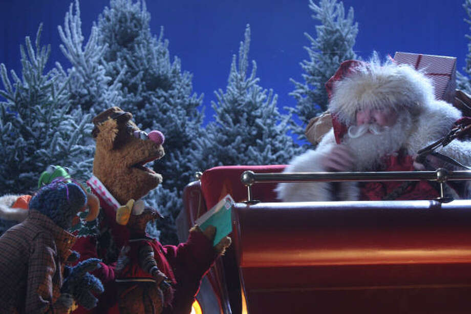Gonzo and Fozzie Bear deliver letters to Santa Claus in the NBC special A Muppet Christmas: Letters to Santa. Photo: ERIC LIEBOWITZ, NBC