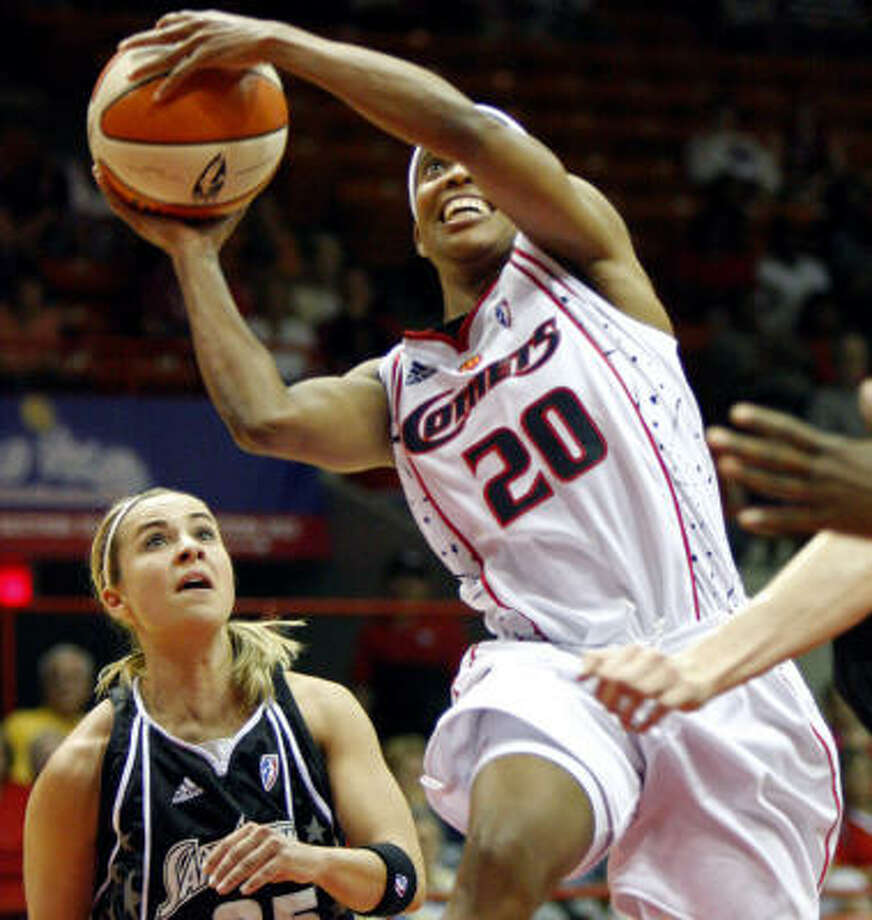 Comets' Tamecka Dixon (20) goes up for a shot past Silver Stars' Becky Hammon. Photo: Steve Ueckert, AP