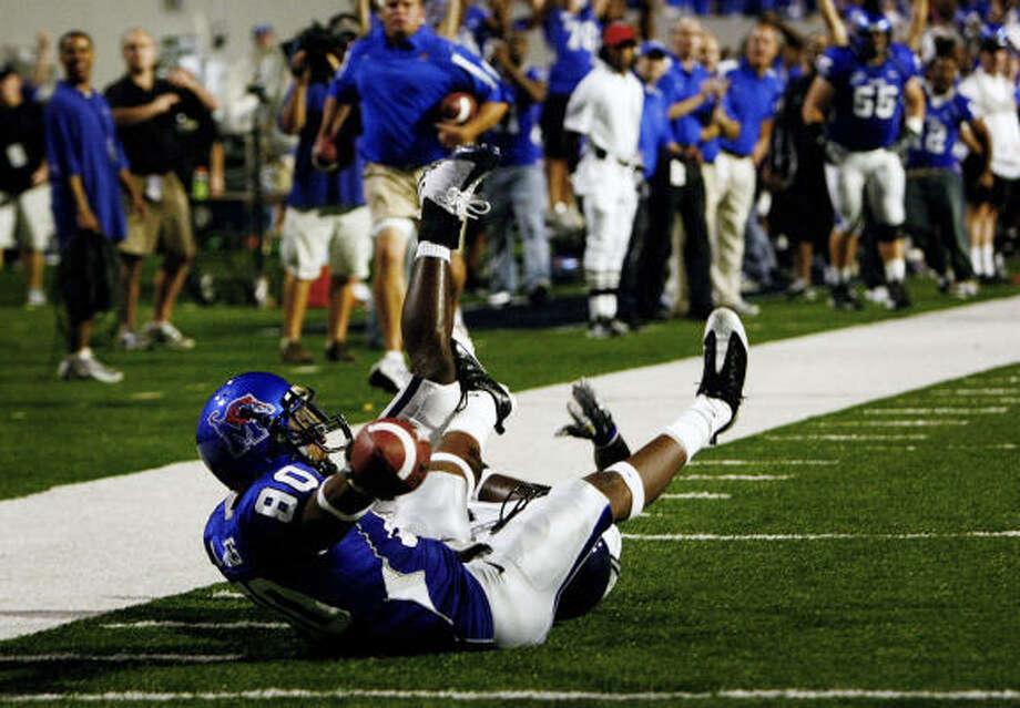 Maurice Jones scores for Memphis. Photo: MARK WEBER, Commercial Appeal
