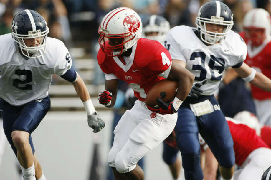 Katy's Will Jeffrey runs in a touchdown for the Tigers. Photo: Julio Cortez, Chronicle