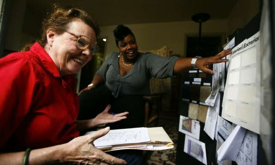 Marsha Farmer, left, laughs with Greta Molo, of Houston's housing department, about the bland choices for paint last week. Farmer's research led to an investigation into a HUD-funded program, but she still awaits repairs from Tropical Storm Allison. Photo: MICHAEL PAULSEN, CHRONICLE