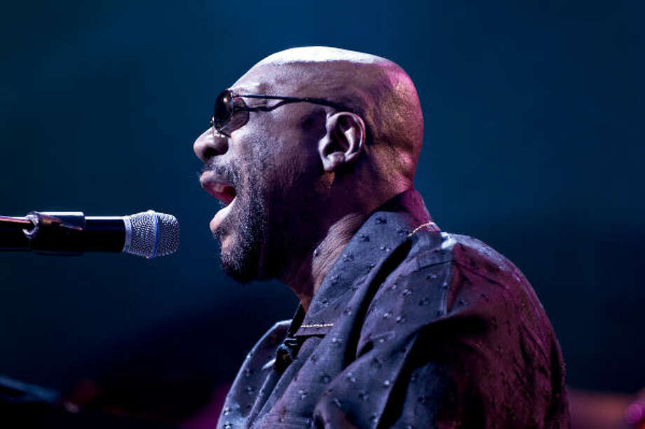 Grammy-winning singer and songwriter Isaac Hayes was found dead at his home Sunday at the age of 65. Photo: BLOOMBERG NEWS