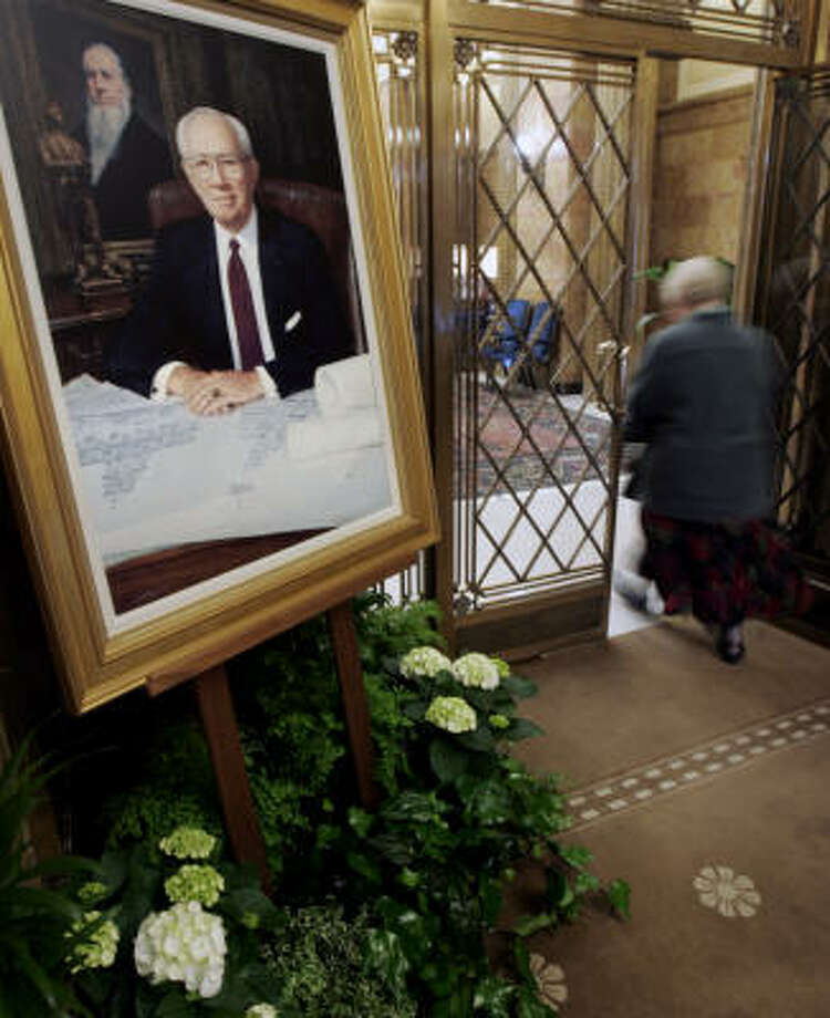 A portrait of Gordon B. Hinckley sits in his office in Salt Lake City. Photo: Douglas C. Pizac, Associated Press
