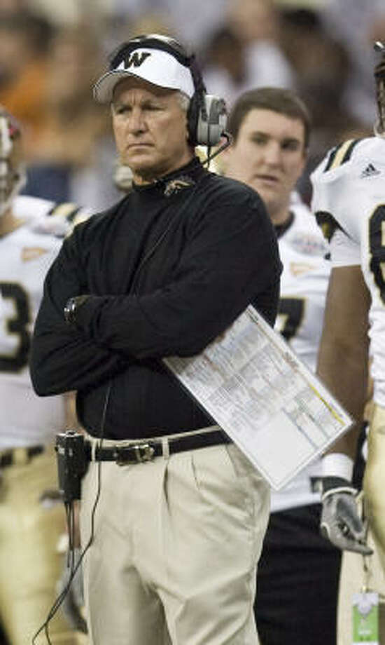 Prior to losing to Rice in the Texas Bowl on Tuesday, Western Michigan coach Bill Cubit received a new five-year contract. Photo: James Nielsen, Chronicle
