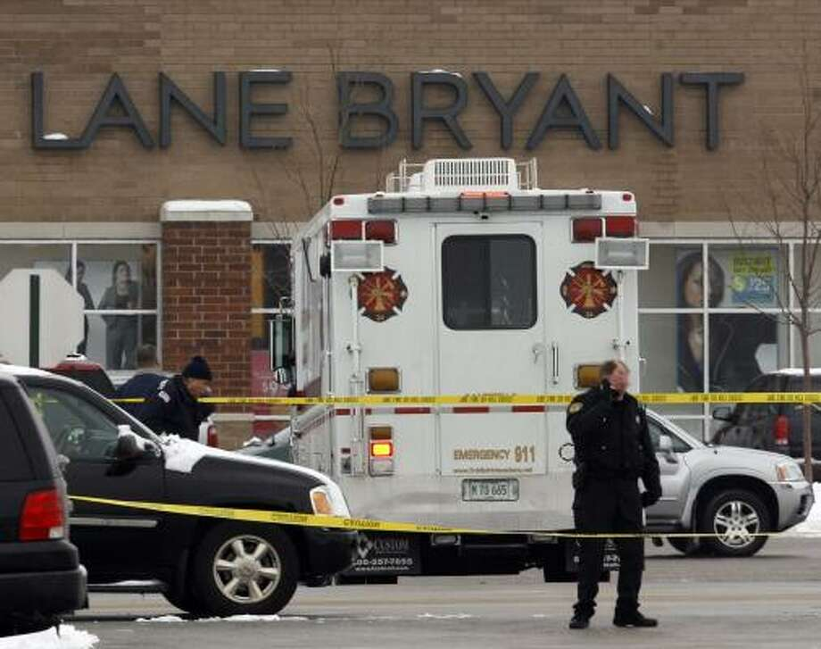 Illinois police investigate the shooting scene Saturday at the Brookside shopping center in Tinley Park, Ill. Photo: NAM Y. HUH, ASSOCIATED PRESS