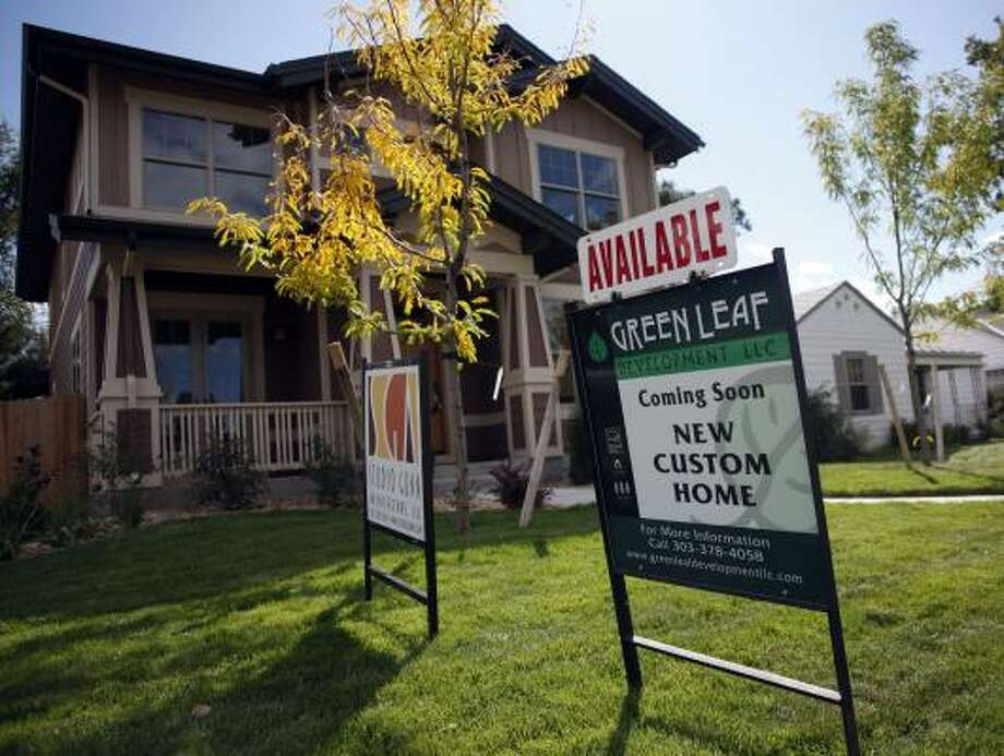 A new home for sale in a neighborhood south of downtown Denver awaits a buyer. Photo: David Zalubowski, AP