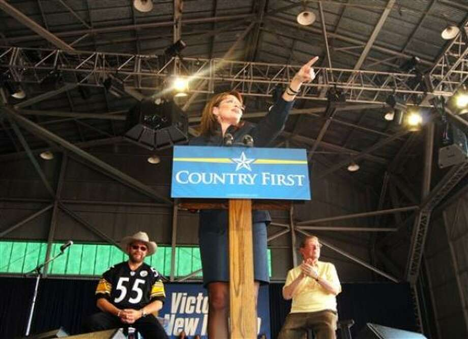 Flanked by Sen. Pete Domenici, R-N.M., right, and singer Hank Williams Jr., Sarah Palin rallies a crowd in Roswell, New Mexico, on Sunday. Photo: Mark Wilson, Roswell Daily Record