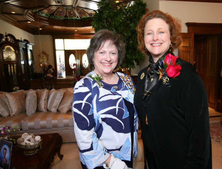Spring resident Beth Leney, left, who serves as regent for Lady Washington Daughters of the American Revolution Chapter, and Shelley Gottschalk, a new DAR member. Photo: Suzanne Rehak