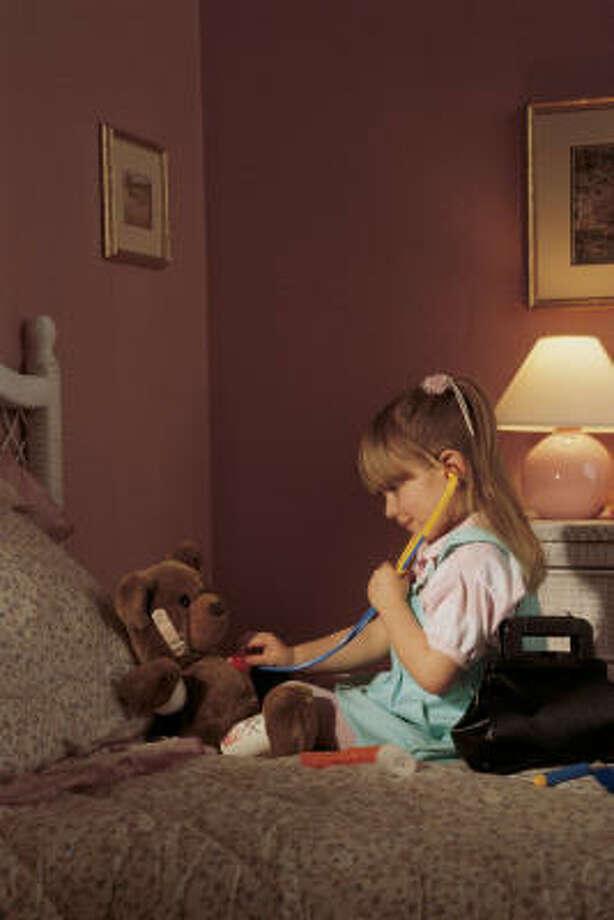 El Health Museum organiza Teddy Bear Check Up, una actividad para que los niños aprendan sobre exámenes médicos. Photo: Comstock