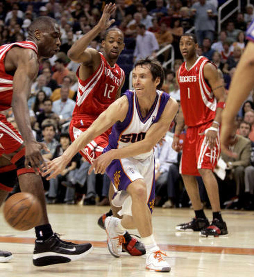 Steve Nash had 15 points and five assists for Phoenix. Photo: Matt York, AP