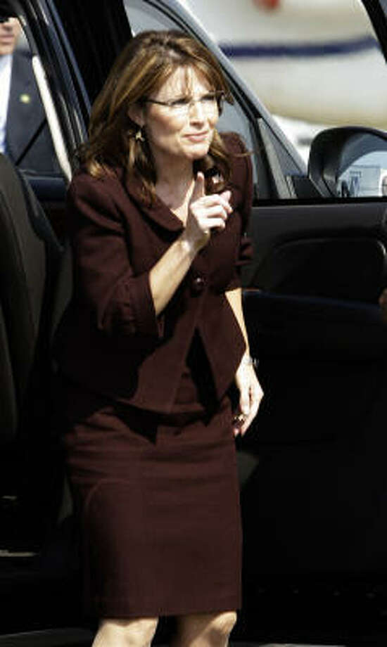 Gov. Sarah Palin gets ready to board her campaign plane to leave Dallas on Friday. Photo: LM Otero, Associated Press