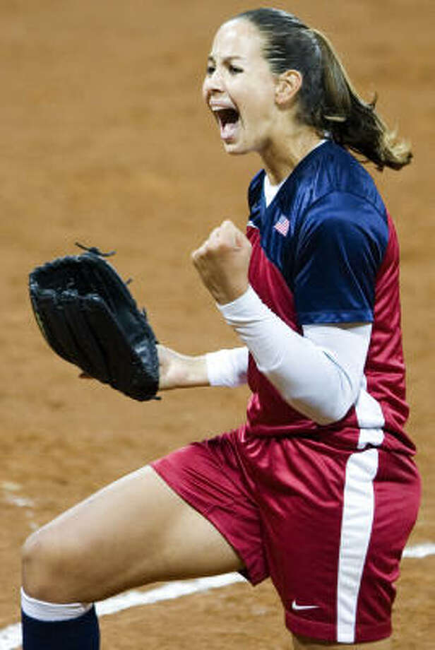 Cat Osterman led the U.S. national team to 3-0 win over Japan in the championship game at the Women's Softball World Championship in Beijing. Photo: NG HAN GUAN, AP