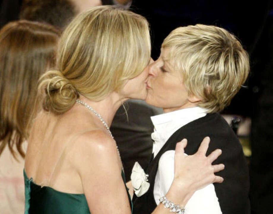Portia De Rossi Wedding Kiss.Ellen Degeneres Sets Date For Dream Wedding Houston