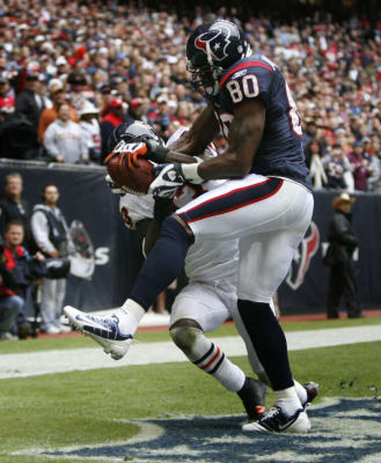 Texans receiver Andre Johnson hauled in two touchdown passes, including a 3-yarder in the second quarter. Photo: Karen Warren, Chronicle