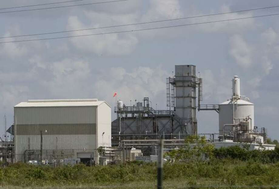 The Newgulf power plant in Wharton County, operated by Houston-based Suez Energy, has sold electricity on a number of occasions recently at the highest rate allowed by the state. Photo: JAMES NIELSEN, CHRONICLE