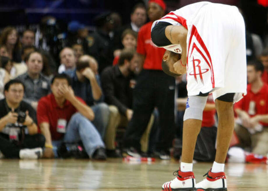 Tracy McGrady's ailing knee has made his playing condition an on-again, off-again situation. Photo: Nick De La Torre, Chronicle