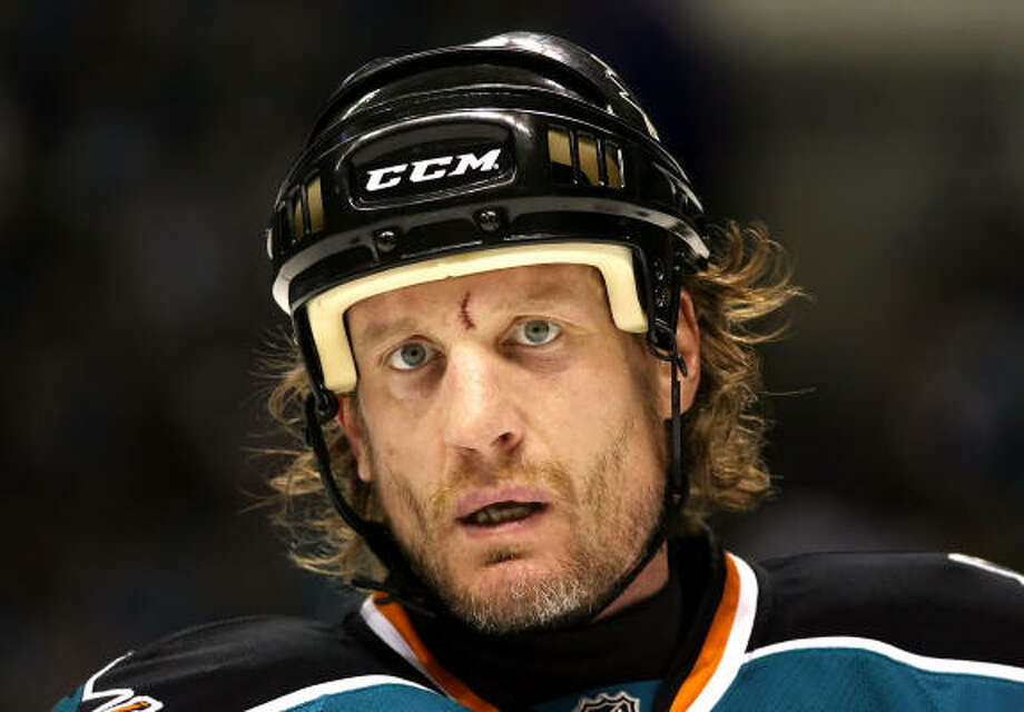 Jeremy Roenick agreed to a one-year contract Wednesday to return to the San Jose Sharks. Photo: Christian Petersen, Getty Images