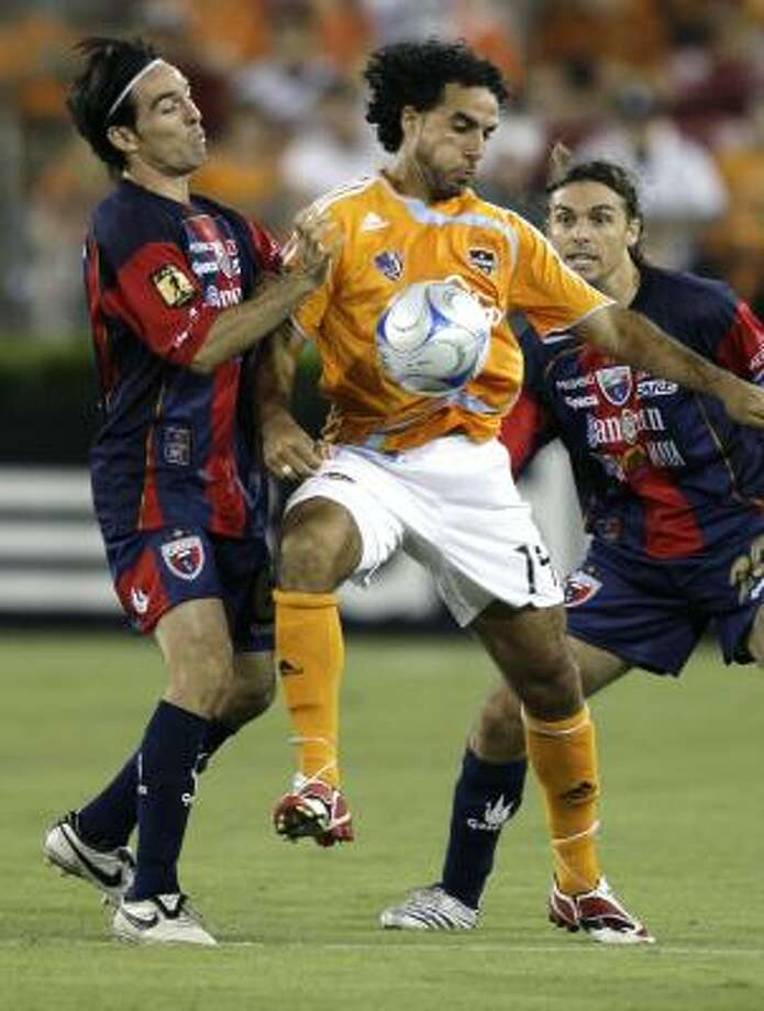 Houston Dynamo's Dwayne de Rosario (14) keeps the ball from Atlante FC's Gerardo Espinoza (6) and Andres Carevic (20) during the first half of a July 12 SuperLiga soccer match. Photo: David J. Phillip, AP