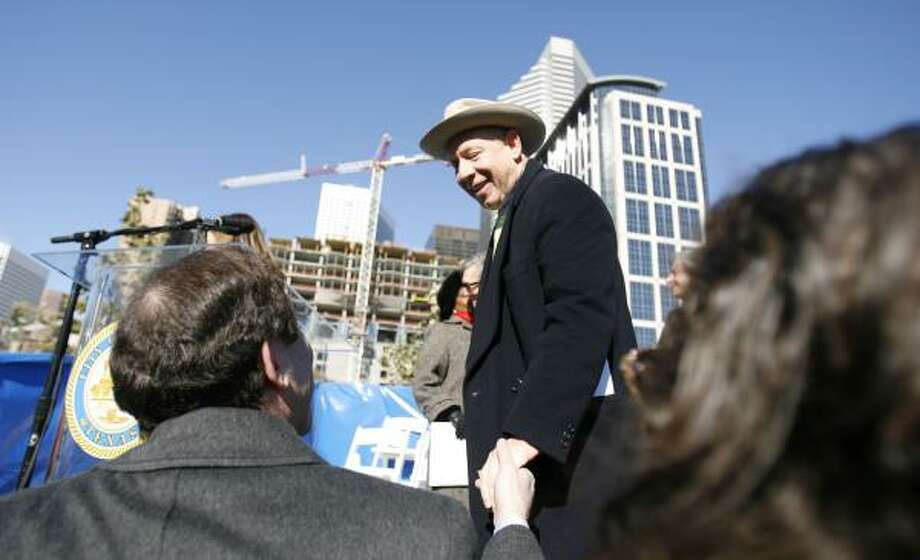 Mayor Bill White greets well-wishers Wednesday after his inauguration on the grounds of Discovery Green Park in downtown. Photo: KAREN WARREN, CHRONICLE