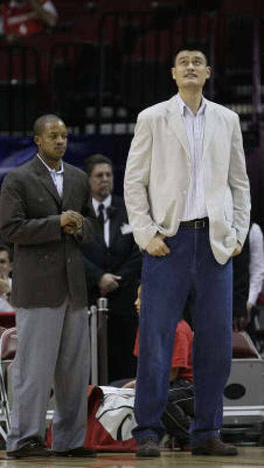 Rockets center Yao Ming will play Friday after sitting out Wednesday to rest a sore left foot. Photo: David J. Phillip, AP