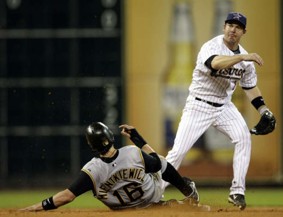 Former Astros utility infielder Mark Loretta has agreed to a deal with the Los Angeles Dodgers. Photo: Eric Kayne, Houston Chronicle