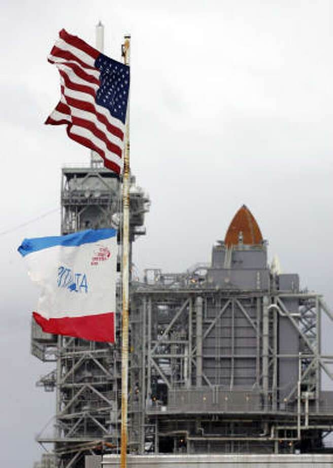 Space shuttle Atlantis sits on pad 39a at the Kennedy Space Center in Cape Canaveral, Fla., on Jan. 3, 2008. Photo: John Raoux, AP