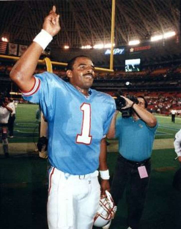 Warren Moon, who played 10 seasons with the Oilers (1984-93) and was voted to the Pro Football Hall of Fame, would like to share his experiences with Vince Young. Photo: Chronicle File Photo